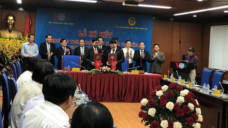 VOV và Đài PT-TH Long An mới ký hợp tác về tuyên truyền giai đoạn 2017-2020